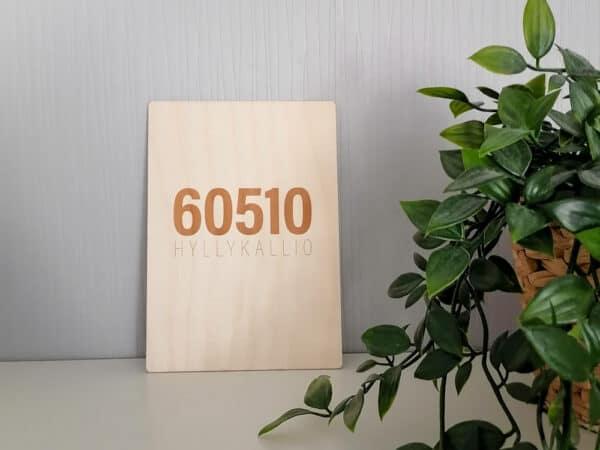 g-goodi-sisustus-postinumero-taulu-60510-hyllykallio-02.jpg